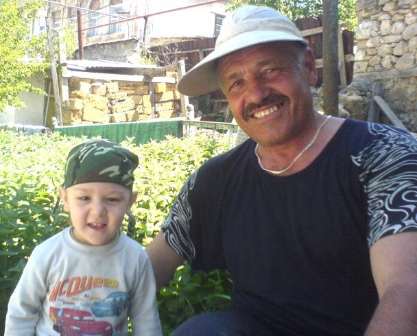 Асан Файтонджи с внуком