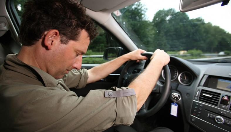 С знакомым автомобиля выяснять отношения сонник водителем