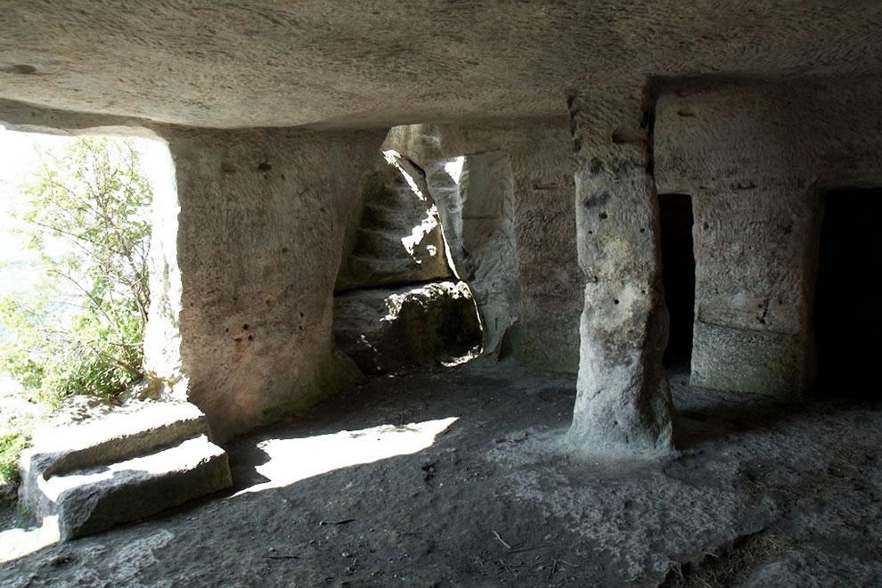 cave-room-at-mangup-crimea