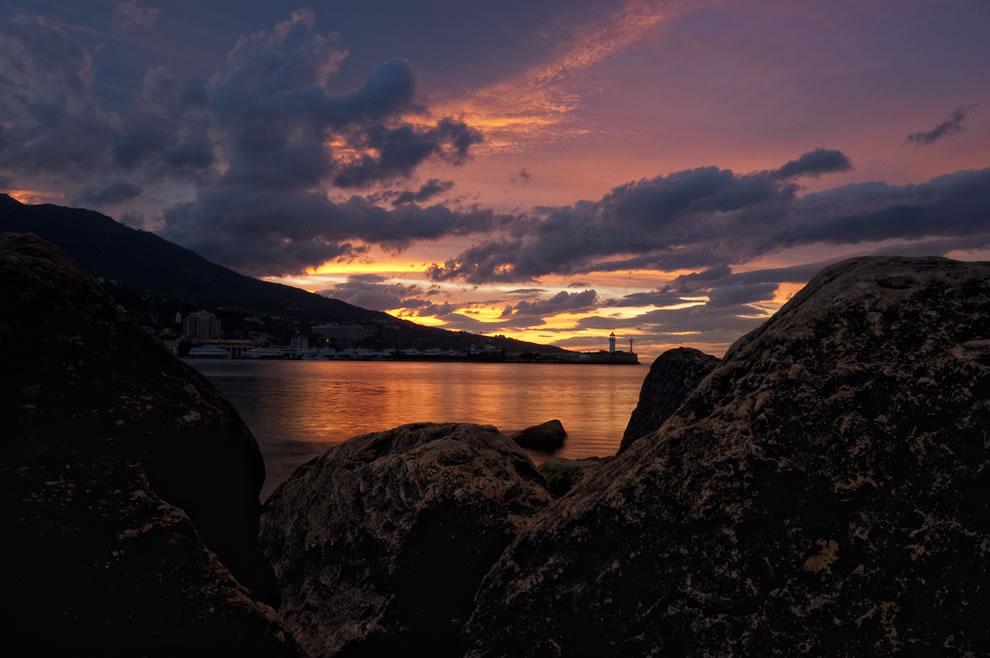 crimea-lighthouse-at-dawn