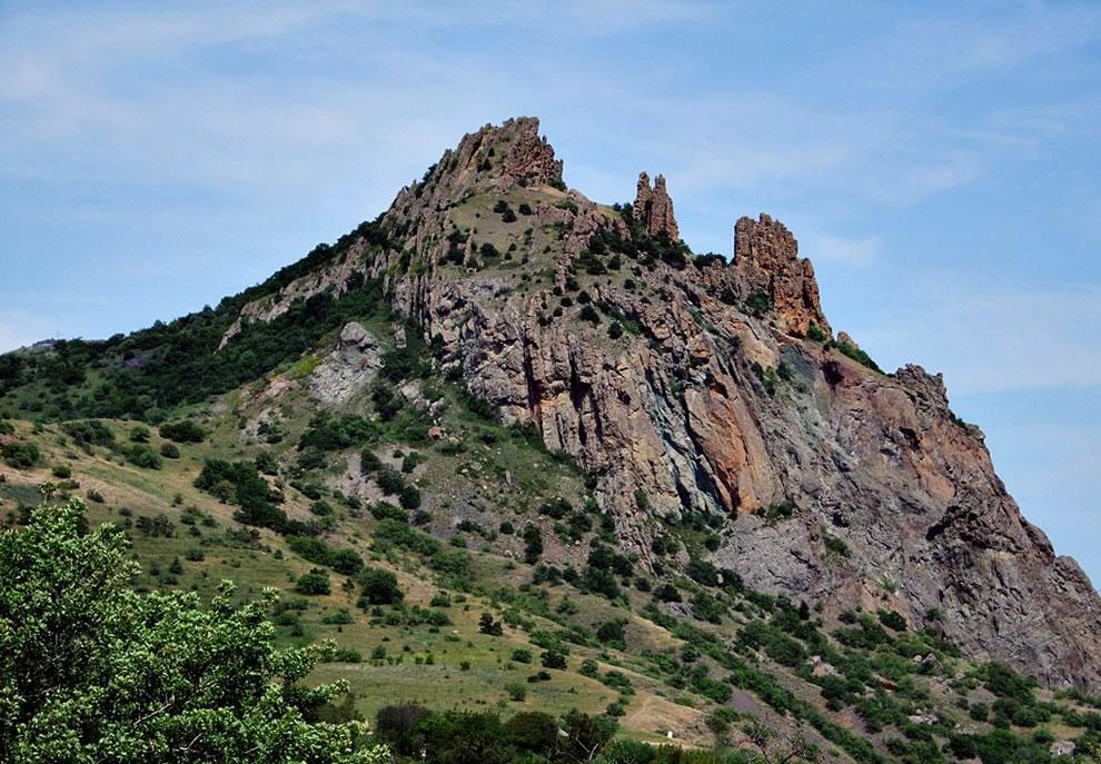 the-kara-dag-black-mountain-is-a-volcano-on-the-black-sea-in-crimea