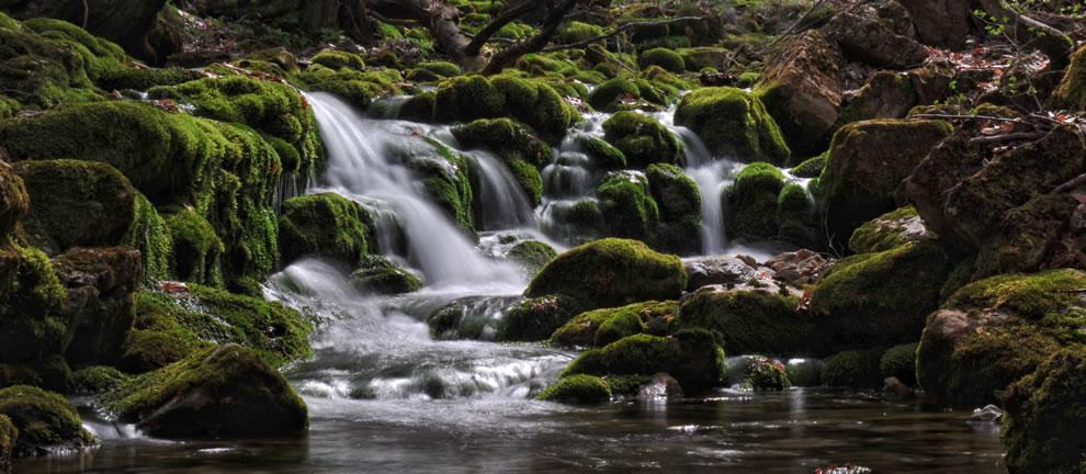 waterfall-at-grand-canyon-of-crimea