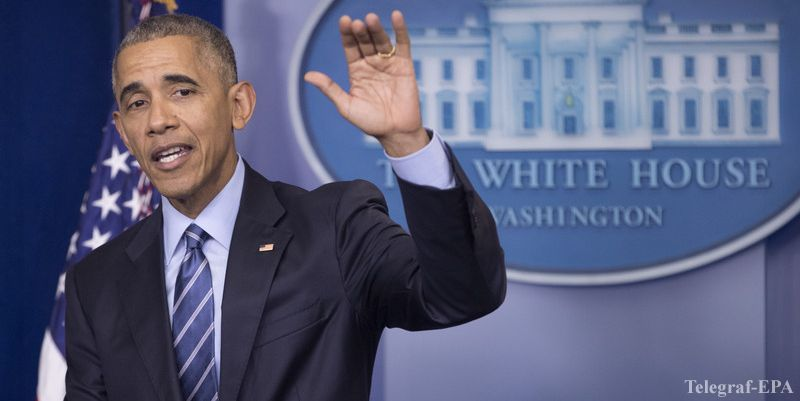 epa05678981 US President Barack Obama waves at the end of a news conference in the Brady Press Briefing Room of the White House, in Washington, DC, USA, 16 December 2016. Obama held his year-end news conference where he faced questions on reports of Russian cyberattacks, as well as domestic and foreign policy issues facing the nation at the end of his presidency.  EPA/MICHAEL REYNOLDS