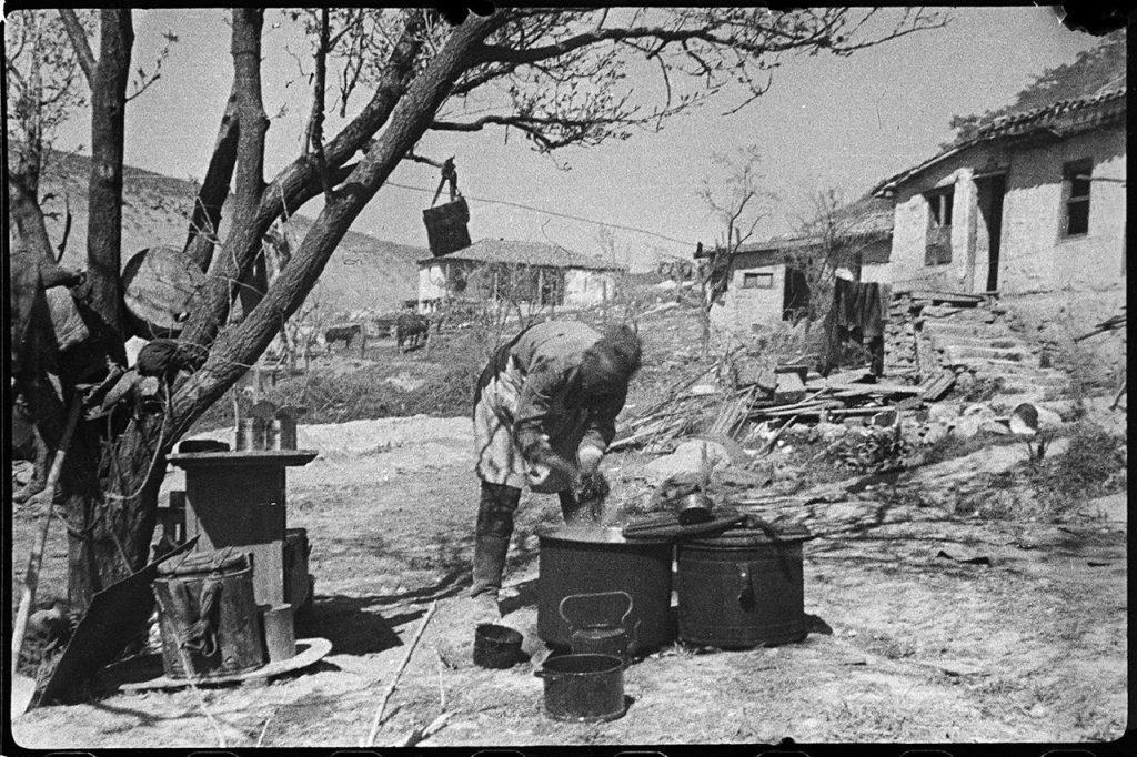 Пищеблок пункта медпомощи 1376 стрелкового полка в селе Верхний Чергунь, 25 апреля 1944 года