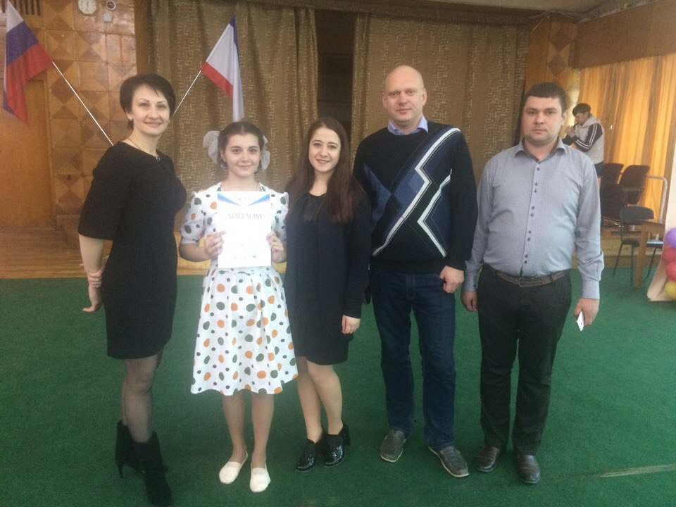 Гульвер с преподавателем Алиме Мамбетовой и члены жюри