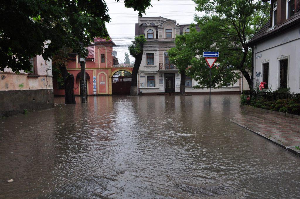 Центр Симферополя – перекресток улиц Желябова и Луначарского