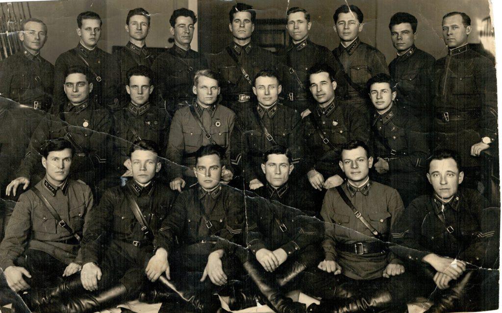 Москва. Высшая военная школа 1939-1941 гг. Эннан Бекаев в верхнем ряду четвертый слева.