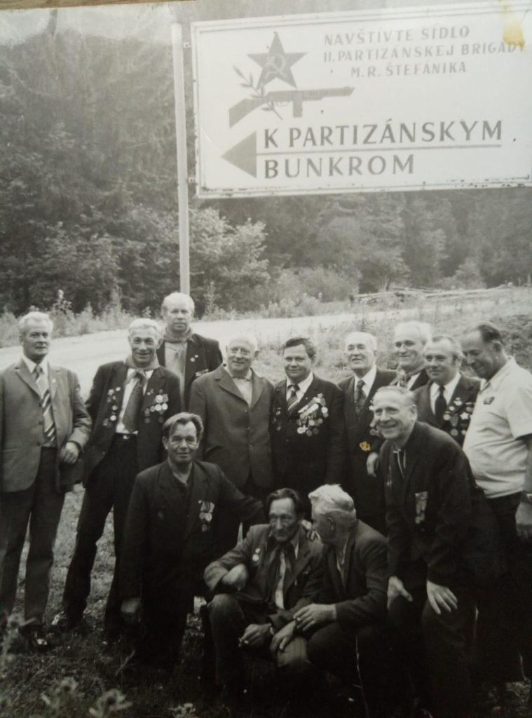На встрече партизан в Чехословакии. Э. Бекаев крайний справа.