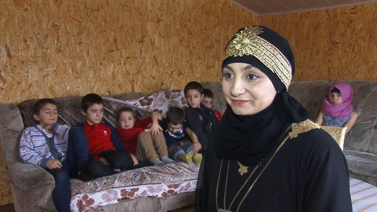 Крымская татарка одна воспитывает 9 детей