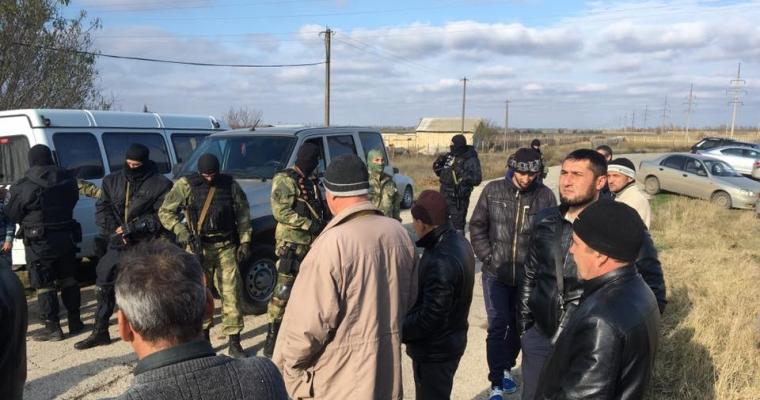 ВКрыму силовики обыскивают дом учительницы крымскотатарского языка