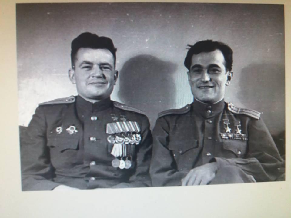 Павел Головачев - советский лётчик-ас, дважды Герой Советского Союза и Амет-Хан Султан