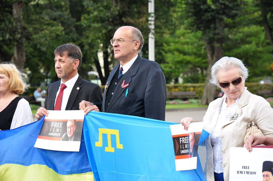 ВКиеве проходит акция вподдержку Ильми Умерова