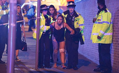 Взрыв настадионе забрал жизни 22 человек— Теракт вМанчестере
