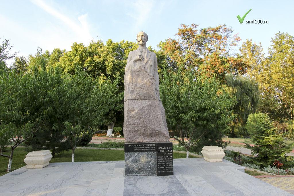 pamyatnik-vsimferopole-ismail-gasprinskiy-foto2